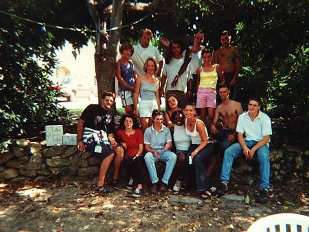 photo de l'équipe de vendangeurs en 2000
